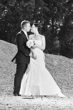Oft werde ich gefragt wo wir die besten Bilder machen können, die antwort ist sehr einfach - ÜBERALL!  Hier eine Hochzeit aus dem Jahr 2011 und immernoch freue ich mich wenn ich die Bilder sehe. Genau das sollten die Hochzeitsbilder erreichen - ERINNERUNGEN wecken was für ein wundervoller Tag es war.   #hochzeit #hochzeitsfotograf #hochzeitsfotografie #hcohzeitskleider #fotografie #hochzeitstag #worms #altrip #mannheim #heidelberg #neustadt #limburgerhof #waldsee #otterstadt #Speyer