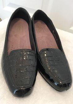 8bab2b3edcb Clarks Everyday Black Patent Leather Croc Shoes Size 7W nice