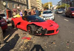 It can only take a few minutes to ruin a Ferrari LaFerrari - http://www.bmwblog.com/2015/11/07/it-can-only-take-a-few-minutes-to-ruin-a-ferrari-laferrari/