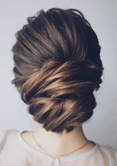 Featured Hairstyle: Lena Bogucharskaya; www.instagram.com/lenabogucharskaya; Wedding hairstyle idea. #weddinghairstyles