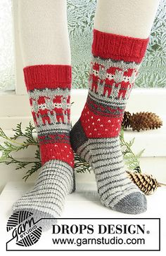 "Knitted DROPS socks with Christmas pattern in ""Karisma"""