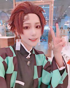 kimetsu no yaiba Anime Cosplay Makeup, Snk Cosplay, Cosplay Boy, Anime Cosplay Costumes, Epic Cosplay, Cosplay Characters, Cute Cosplay, Amazing Cosplay, Cosplay Outfits