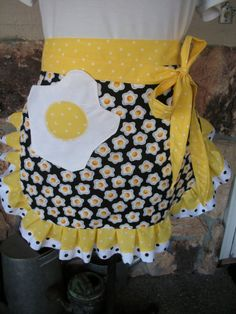 Items similar to Aprons - Egg Half Aprons - Waist Apron - Apron with Egg Fabric - Sunny Side Up Apron - Handmade Apron with Pockets - Annies Attic Aprons on Etsy Sewing Hacks, Sewing Crafts, Sewing Projects, Sewing Tips, Retro Apron, Aprons Vintage, Waist Apron, Apron Dress, Cute Aprons