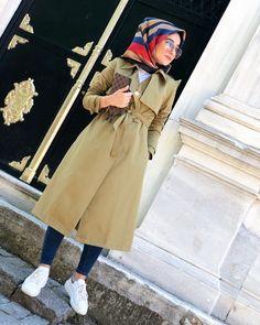 "Tuğçe BAYIROĞLU @tgcbyrgl: ""Biri geldi kalbim çiçek açtı."" 🌿 Modest Fashion, Hijab Fashion, Hijab Chic, Mode Hijab, Hijab Outfit, Fall Looks, Snapchat, Hijabs, Womens Fashion"