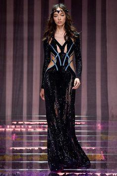 Versace | Alta-Costura | Inverno 2016 - Vogue | Desfiles