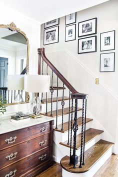 How to decorate your house so that it never goes out of style with 12 timeless design tips and tricks for making it happen on a budget. #timelessdecor #timelessdesign #homedecor #budgetdecor #budgethomedecor #classicdesign #classicdecor #traditionaldesign #decoratingtips #decoratingideas Home Interior, Interior Design, Classic Interior, Farmhouse Side Table, Farmhouse Ideas, Farmhouse Decor, Boho Home, Furniture Layout, Den Furniture