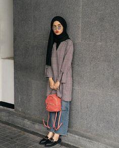 Arabic Style : Hijab Ootd Ala By Selegram Cantik Modern Hijab . Modest Fashion Hijab, Street Hijab Fashion, Hijab Casual, Casual Outfits, Fashion Outfits, Abaya Fashion, Hijab Jeans, Ootd Hijab, Hijab Chic