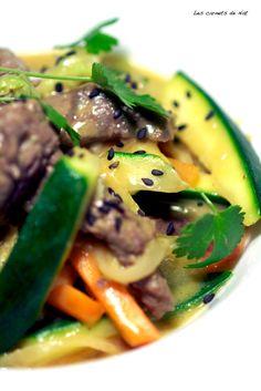 Wok de légumes et boeuf mariné, sauce au lait de coco
