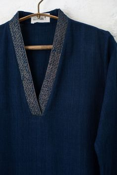 Simple Kurti Designs, Salwar Designs, Kurta Designs Women, Blouse Designs, Indian Long Dress, Kurta Neck Design, Indian Designer Suits, Kurti Patterns, Embroidery Suits Design