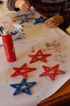 Painted craft stick stars with glitter, Christmas Popsicle Stick Craft, DIY Popsicle Stick Ornaments in 2015 Christmas - 2014 what kind of popsicle stick crafts do you want to make? by Minasan Patriotic Crafts, July Crafts, Summer Crafts, Holiday Crafts, Fourth Of July Decor, 4th Of July Decorations, 4th Of July Party, July 4th, Birthday Decorations