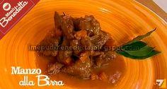Manzo alla Birra I Menu di Benedetta: 1 cipolla tagliata fine,olio,5 carote a rondelle,1 kg di manzo,sale,2 cucchiai di farina,2 bottigliette di birra chiara,alloro qb,rosmarino qb 1 spicchio d'aglio rosolare  la cipolla con un po' di olio in una pirofila, aggiungere le carote, la carne di manzo a bocconcini e farla dorare. Salare, distribuire la farina e aggiungere birra, alloro, aglio e rosmarino. Coprire la pirofila col coperchio e infornare per 2 ore a 150 gradi.