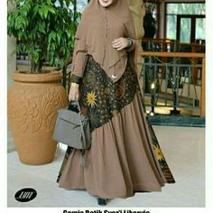 Inspirasi gamis Batik Fashion, Abaya Fashion, Muslim Fashion, Fashion Dresses, Dress Batik Kombinasi, Batik Muslim, Muslim Gown, Batik Dress, Mode Hijab