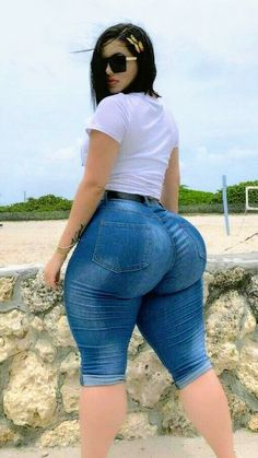 Thick Girls Outfits, Curvy Girl Outfits, Thick Girl Fashion, Curvy Women Fashion, Vrod Harley, Sexy Jeans, Sexy Curves, Sexy Women, Lipps