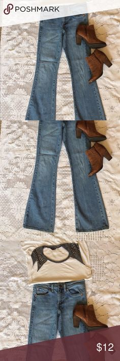 ❤️Levi's Flare Jeans ❤️Fun Levi's flare fit jeans. Med-light wash, style: Flare 519. Size 3Medium. Junior size. These show no wear and are adorable! ❤️❤️❤️ Levi's Jeans Flare & Wide Leg