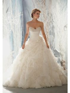Sweetheart Neckline Organza and Beading Wedding Dress