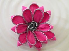 zipper flowers...making some to clip onto cheapy flip flop.....HELLO