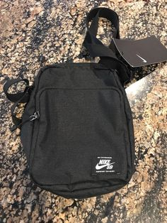 e99e9493e466 Nike SB Black Shoulder Bag Waste Bag Fanny Pack BA5850 010 New Rare  Nike   MessengerShoulderBag