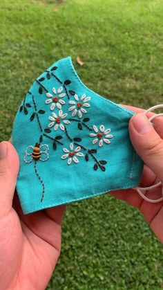 Diy Embroidery Flowers, Embroidery Flowers Pattern, Simple Embroidery, Hand Embroidery Stitches, Hand Embroidery Designs, Flower Patterns, Fashion Face Mask, Diy Face Mask, Face Masks