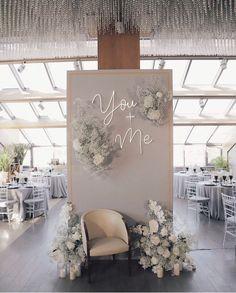 Wedding Backdrop Design, Wedding Stage Decorations, Backdrop Decorations, Backdrops, Decoration Evenementielle, Background Decoration, Wedding Goals, Wedding Planning, Dream Wedding