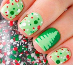 These easy Christmas nail art ideas will make your manicure stand out this season. These holly jolly Christmas nail art designs perfectly capture the spirit of the holidays. Try out these 41 Christmas nail art designs and ideas this holiday season. Diy Christmas Nails Easy, Xmas Nail Art, Holiday Nail Art, Xmas Nails, Chistmas Nails, Simple Christmas, Kids Christmas, Home Design, Vacation Nail Art