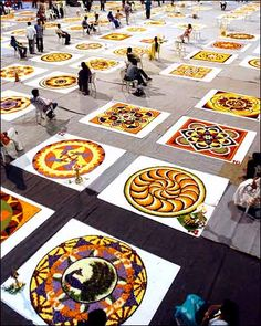 Prayers, flowers and feasts - Kerala celebrates Onam Festival of South Indian state Colorful Rangoli Designs, Rangoli Designs Diwali, Beautiful Rangoli Designs, Pookalam Design, Onam Festival, Mother India, Flower Rangoli, Amazing India, Medicine Wheel