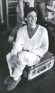 Andrew McCarthy behind the scenes of Pretty in Pink … Andrew Mccarthy, Brat Pack, Cute White Boys, Actor Studio, Wtf Face, 80s Movies, Retro Aesthetic, Vintage Movies, My People