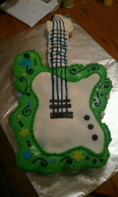 Pull Apart Cupcake Cakes | cupcake pull apart guitar cake this cake is made up of 32 cupcakes and ...