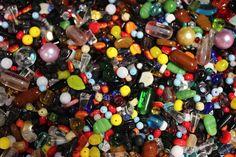 skleněné korálky k navlekání - směs barev a tvarů 1 kg = cca 0,6 l Glass, Drinkware, Corning Glass, Yuri, Tumbler, Mirrors
