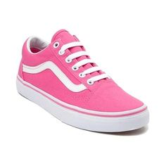 Kick it Old Skool! Roll with the classic look and feel of the Old Skool Skate Shoe from Vans, sporting a timeless design with signature vulcanized sole for optimal flexibility and board feel. <b>Available for in-store purchase in Puerto Rico and online at Journeys.com and SHIbyJourneys.com!</b>  <br><br><u>Features include</u>:<br> > Sturdy canvas upper with breathable lining<br> > Padded collar for optimal comfort and support<br> > Lace closure offers a secure fit<br> > Cushioned footbed…