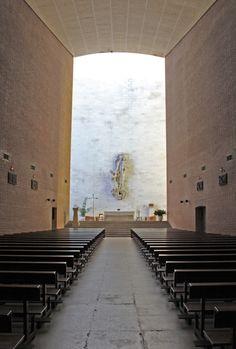 Imagen 10 de 26 de la galería de Clásicos de Arquitectura: Colegio Apostólico de los Padres Dominicos / Miguel Fisac. Iglesia. Image © Pablo Guillén Llanos