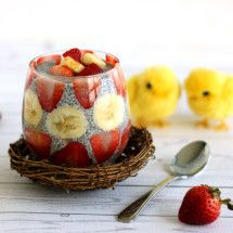 Strawberry Banana Chia Pudding is the perfect Easter breakfast. It is nourishing and so yummy! Brunch Recipes, Dessert Recipes, Desserts, Banana Chia Pudding, Pudding Ingredients, Food Website, Holistic Nutrition, Strawberry Banana, Food Allergies