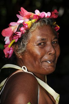 ˚Federated States of Micronesia - Yap State - Fais outer island - Women`s standing dance