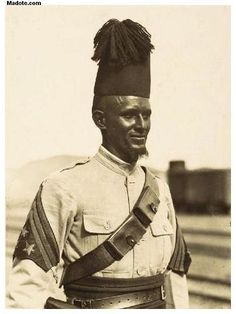A colonial soldier of the Italian Imperial possession of Eritrea, then part of the newly established Italian East Africa, which consisted of Eritrea, Italian Somaliland, and the newly conquered lands of Ethiopia. Italian Empire, Italian Army, Horn Of Africa, Eritrean, Oriental, National History, African Culture, African History, East Africa