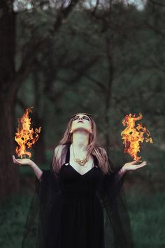 Image about girl in Magical Fantasy by ❄️Frosted Flower🌺 Fire Photography, Halloween Photography, Aesthetic Photography Nature, Tumblr Photography, Photography Projects, Witch Photos, Halloween Photos, Animes Emo, Elfa