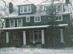 Família diz que foi assombrada em sua casa por demônios há anos!