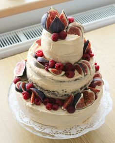 Autumn wedding cake - chocolate cake with caramel cream