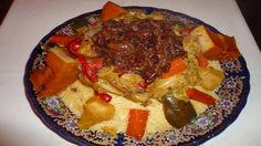 El arte de la cocina árabe - Cuscús con carne, verduras y cebolla carame...