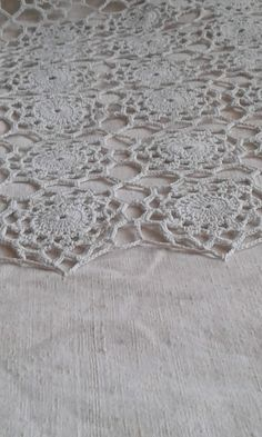 VINTAGE Bettüberwurf - Handarbeit - unterlegt mit Vintage-Leinen Etsy, Lace, Vintage Bedspread, Natural Colors, Mantas Crochet, Handarbeit, Homes