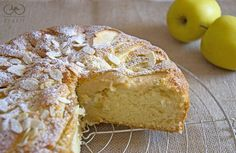 Apple and almonds cake Apple And Almond Cake, Almond Cakes, Apple Pie, Italian Desserts, Eat Breakfast, Biscotti, Tart, Cheesecake, Deserts