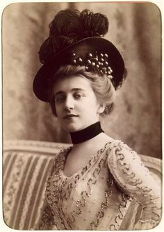 lauramcphee: Marthe Rioton, Hat is awesome and all, but this portrait is hauntingly beautiful to me! Look at her face! 1900s Fashion, Edwardian Fashion, Vintage Fashion, White Elegance, Victorian Hats, Gibson Girl, Cool Hats, Timeless Beauty, Vintage Beauty