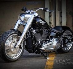 Hd Fatboy, Harley Fatboy, Harley Davidson Fatboy, Harley Bikes, Harley Davidson Motorcycles, Futuristic Motorcycle, Retro Motorcycle, Women Motorcycle, Chopper Motorcycle