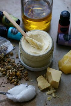 homemade natural diaper balm (cloth diaper safe) I need a baby to try this on! Home Remedies, Natural Remedies, Rash Cream, Jojoba, Natural Baby, Natural Life, Natural Skin, Cloth Diapers, Cocoa Butter