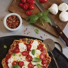7 Things You Didn't Know You Could Waffle: Pizza Margherita with Waffled Crust Waffle Pizza, Keto Waffle, Belgian Waffle Maker, Belgian Waffles, Waffle Maker Recipes, Food Wishes, Wine Recipes, Pizza Recipes, Appetizer Recipes