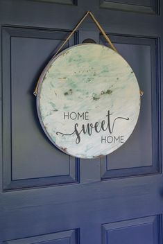 home sweet home sign on front Super cute nontraditional wreath alternative - a round sign for the front door. Step by step tutorial for making this home sweet home sign. BedRoom | Bedroom Signs | Bedroom Door Signs | Wooden Signs #BedRoom #BedroomSigns #BedroomDoorSigns #door