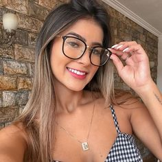 Cute Girl With Glasses, Nice Glasses, Glasses Trends, Womens Glasses Frames, Eyewear Trends, Fashion Eye Glasses, Wearing Glasses, Curvy Outfits, Eyeglasses