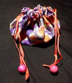 http://www.yorkette45.canalblog.com  : Les cousettes brodées de Yorkette - bijoux de sac mini pochon (12)