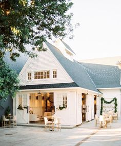 Do you want to transform your home exterior into modern farmhouse exterior? Modern farmhouse exterior is the perfect blend of modern and traditional elements. 60 Awesome Farmhouse Exterior Design and Decor Ideas Modern Farmhouse Exterior, Farmhouse Style, Farmhouse Decor, Farmhouse Ideas, California Homes, House Goals, Architecture, My Dream Home, Exterior Design