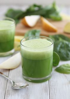 Ingredients 1 large cucumber, roughly chopped 2 ripe pears, roughly chopped 1 cup packed baby spinach 1 inch piece of fresh ginger ½ a lemon Serves 2