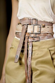 Steampunk belts look Fashion Belts, Fashion Accessories, Fashion Outfits, Womens Fashion, Corsets, Mode Style, Style Me, Glamorous Chic Life, Ceinture Large