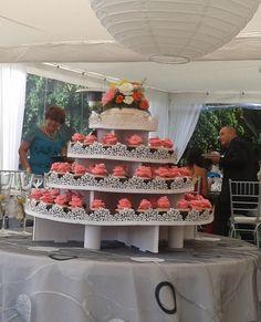 Torre de cupcakes con rosas